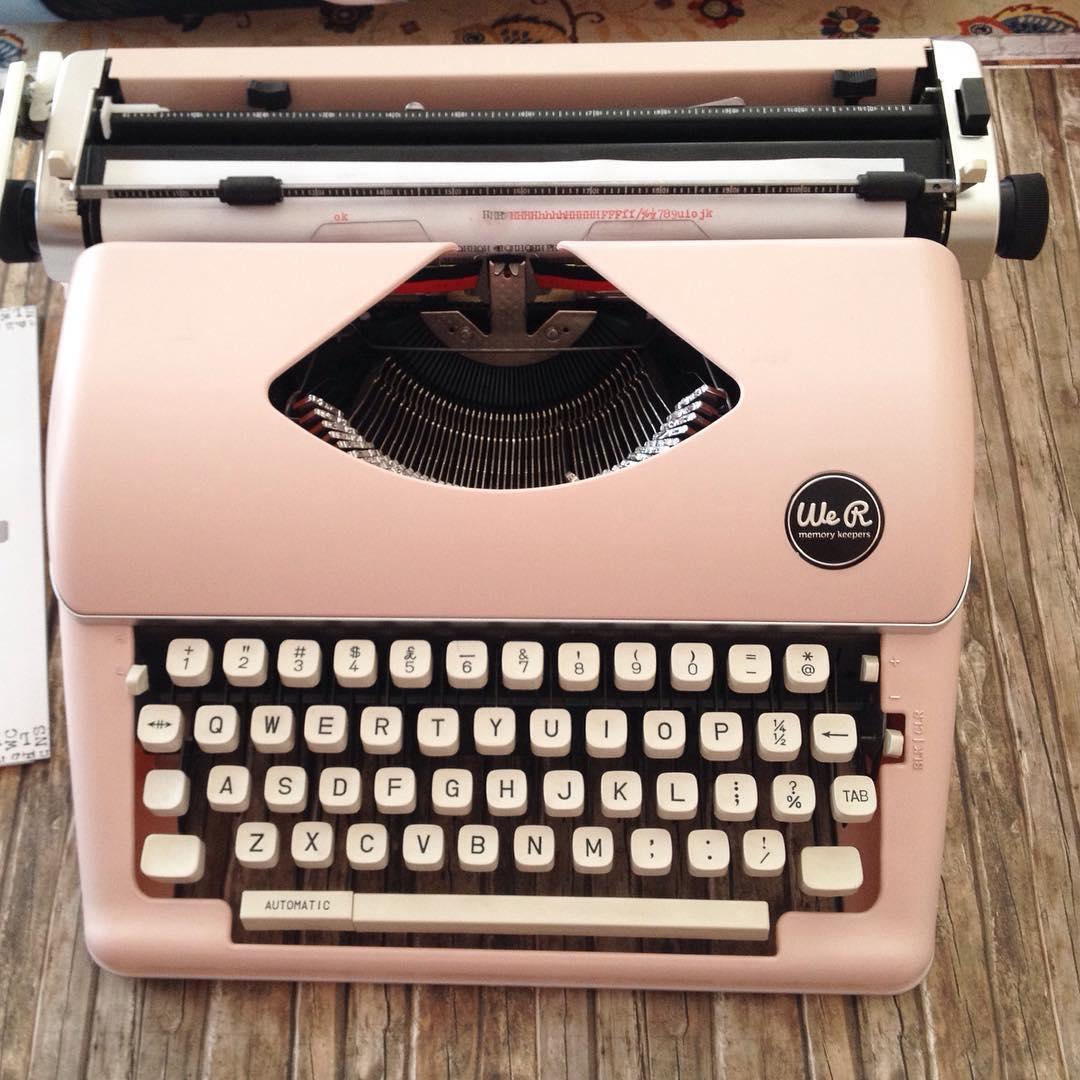 we r memory keepers la mejor m quina de escribir antigua. Black Bedroom Furniture Sets. Home Design Ideas