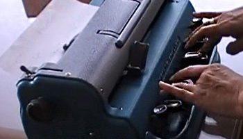 máquina de escribir braille